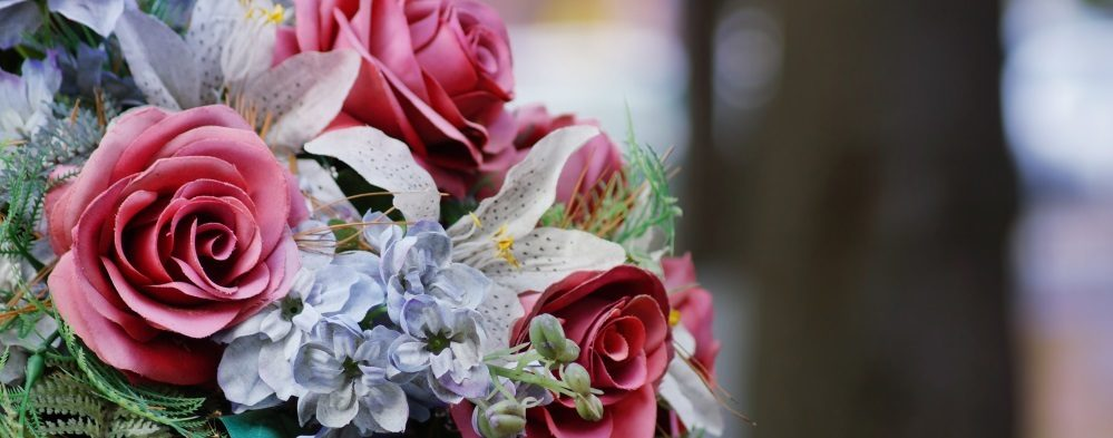 7 Popular Sympathy Flowers and Their Meanings